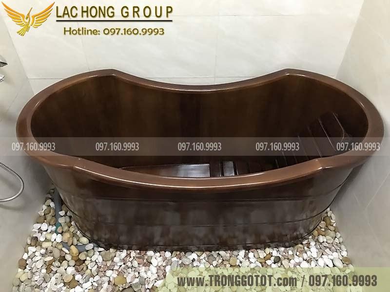 bồn tắm gỗ màu nâu