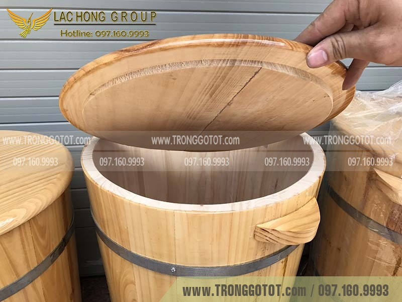 giá thùng gỗ đựng gạo
