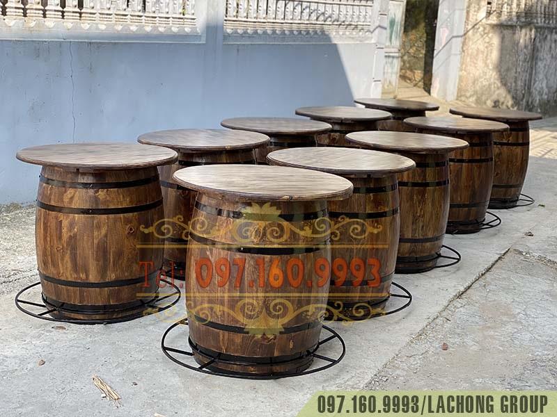 thùng gỗ bày chai rượu