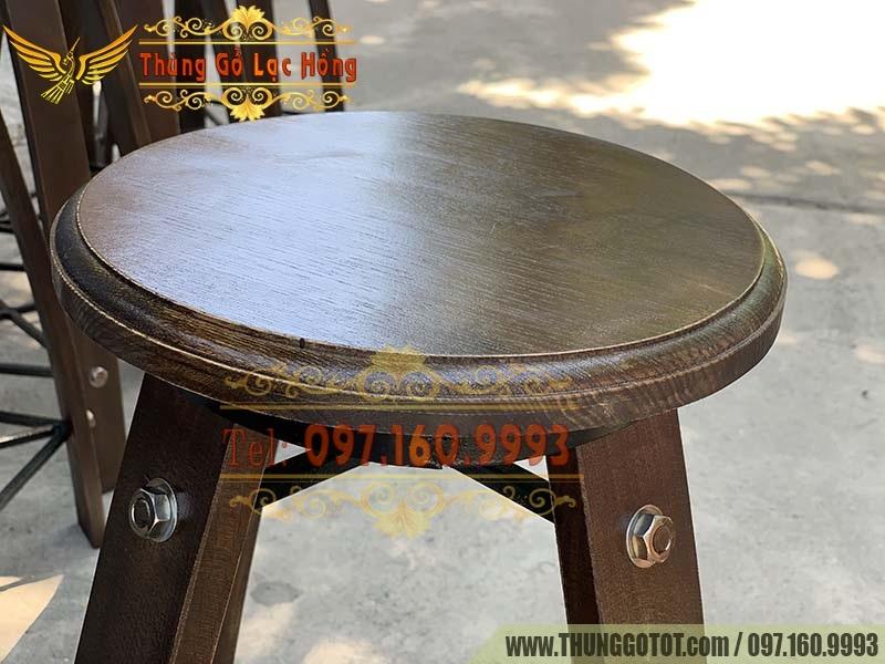 bàn ghế cafe thùng gỗ