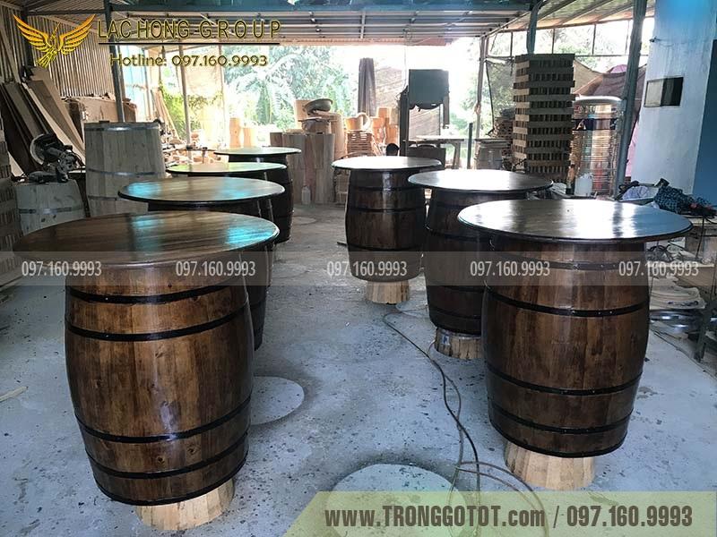 bom rượu gỗ sồi trưng bày