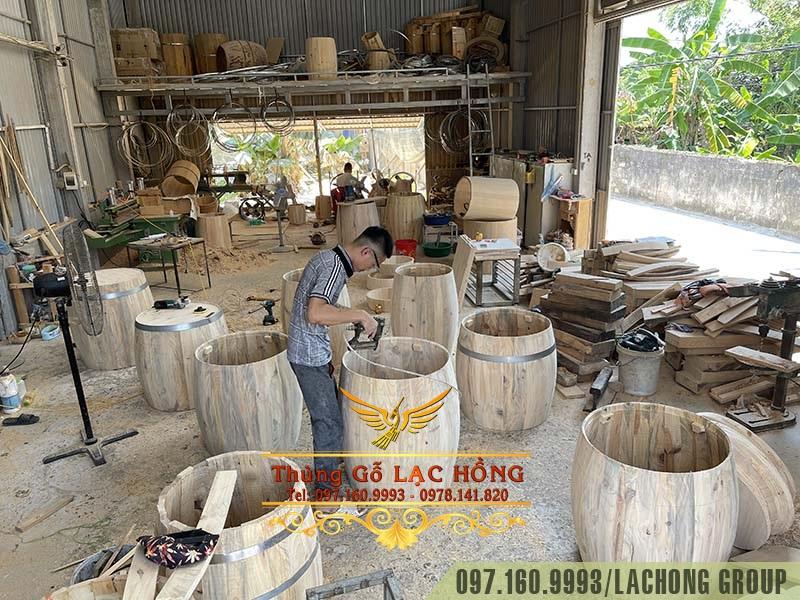 xưởng thùng rượu gỗ thông