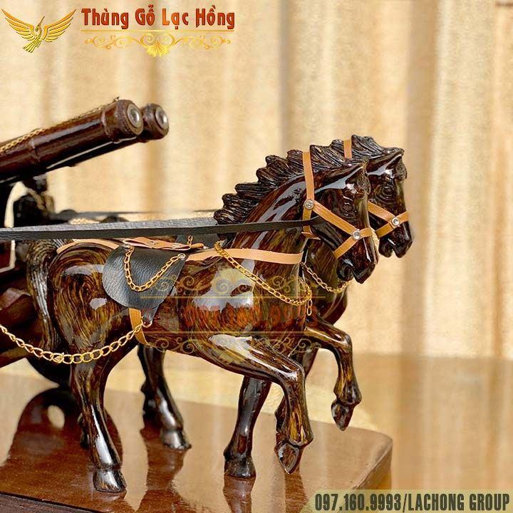 ngựa đôi kéo rượu vang