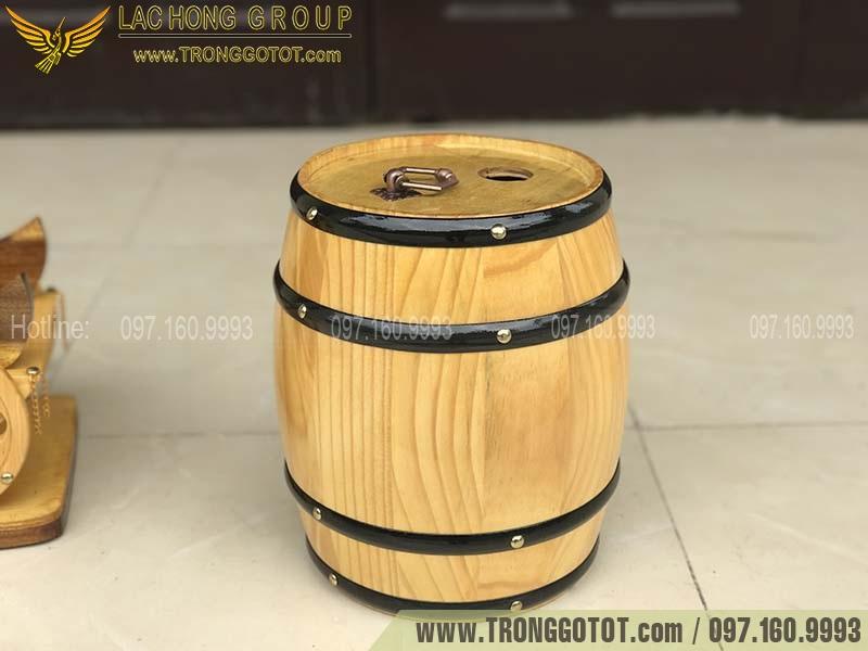 rượu vang trống gỗ