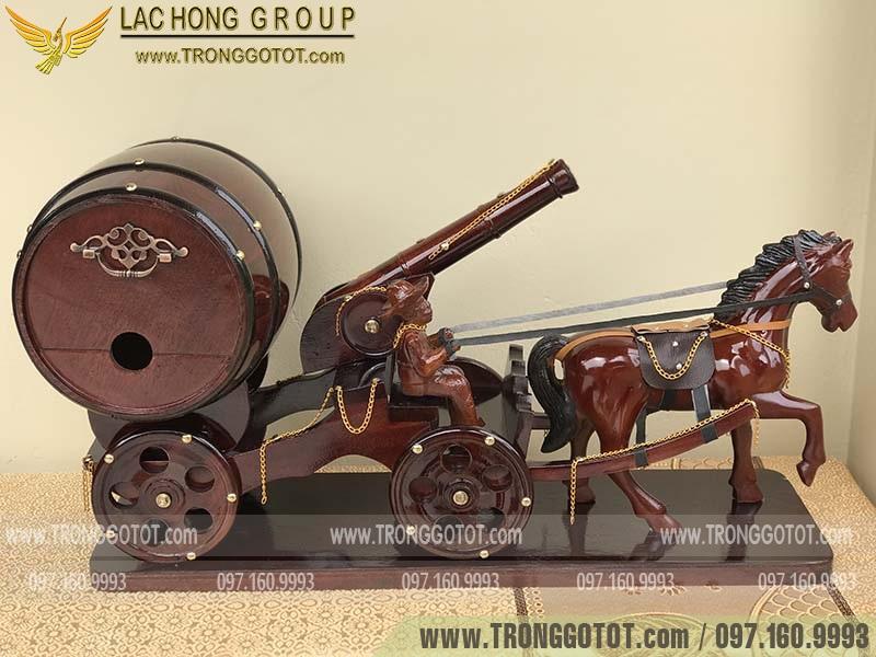 xe ngựa kéo trống rượu vang